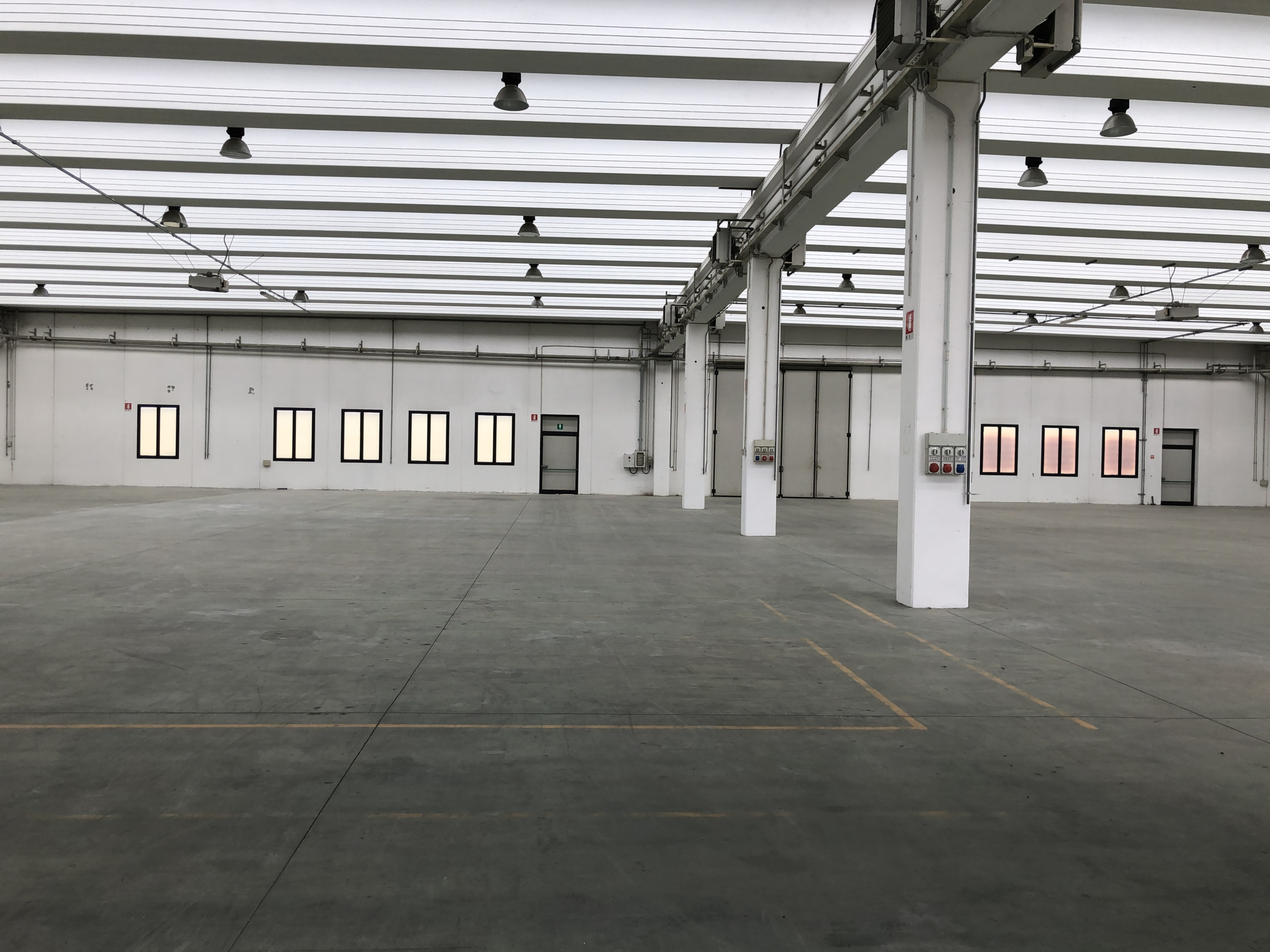vista della struttura interna con altezza sotto trave di mt. 6,50